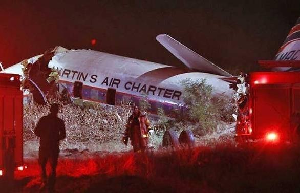 one dead 20 injured in south africa vintage plane crash