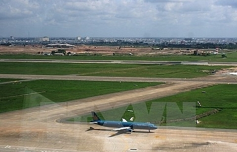 mot proposes upgrading airport runways in hanoi hcm city