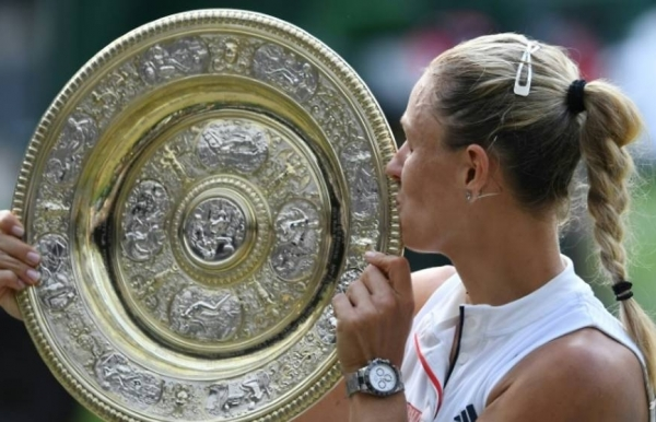 kerber stuns serenas history bid in wimbledon final