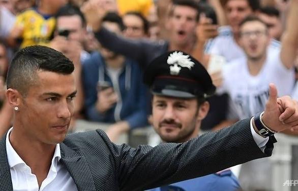 ronaldo greets juve fans sparks champions league dreams
