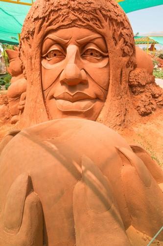 vietnams first sand sculpture park opens in phan thiet