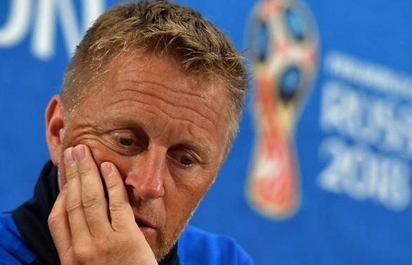 icelands world cup coach hallgrimsson steps down