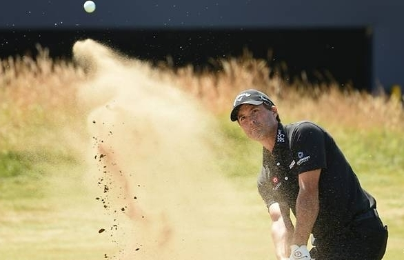 kisner leads mcilroy starts well at british open as spieth splutters