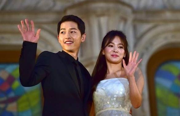 newlywed korean stars song joong ki song hye kyo to return to the small screen