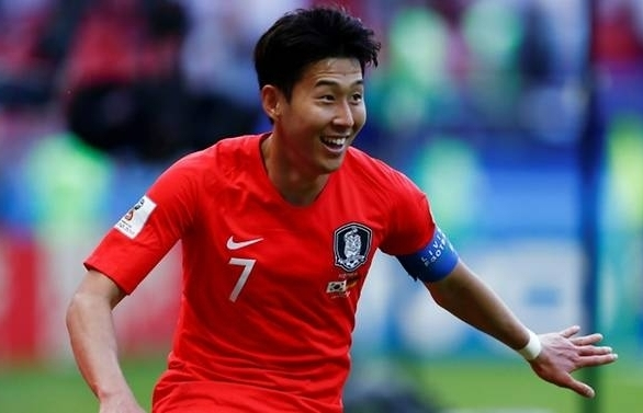 south korea star son heung min signs new spurs deal