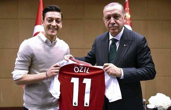 ozil citing racism quits germany side after world cup debacle