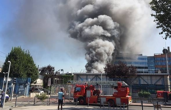 fire blocks major paris station at height of holiday exodus