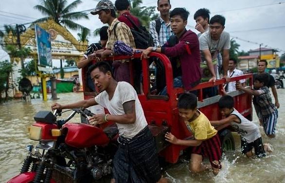 myanmar floods kill at least 5 displace 54000 people