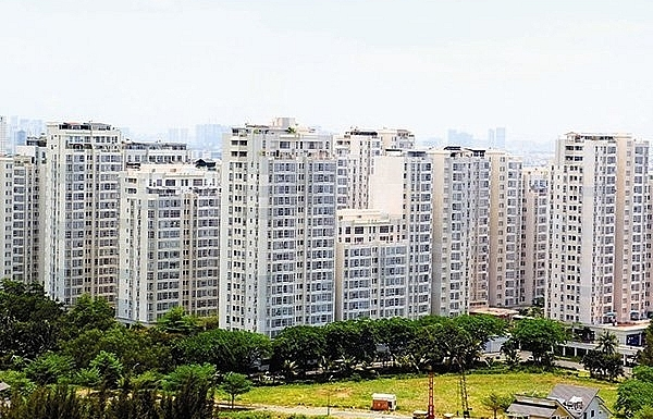 foreign cash keeps flowing into real estate market