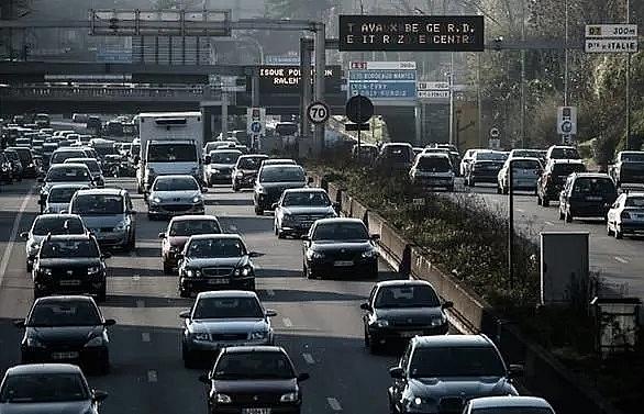paris clamps down on older diesel cars
