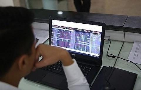 vn stocks slip as economic worries return