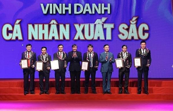 19 organisations individuals honoured at vietnam glory programme