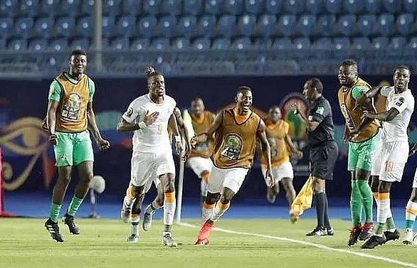 zaha sends ivory coast through to quarter finals