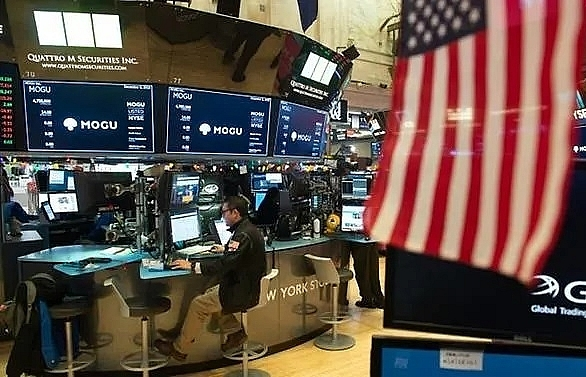 S&P 500 Hits 3,000 For First Time As Fed Signals Possible