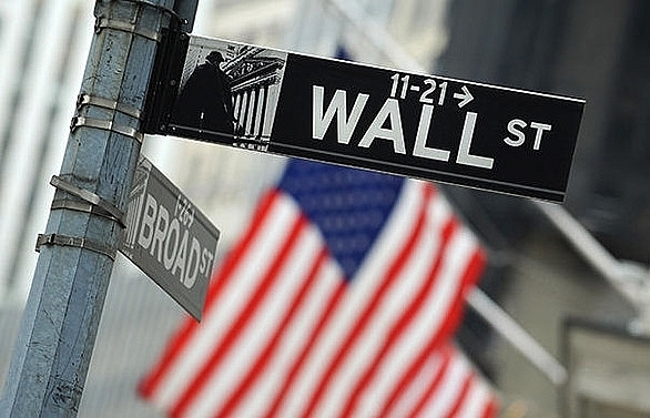 dow ends above 27000 points for first time sp 500 hits record