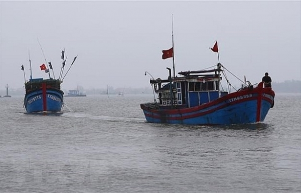 fishing boat saves 32 foreign fishermen
