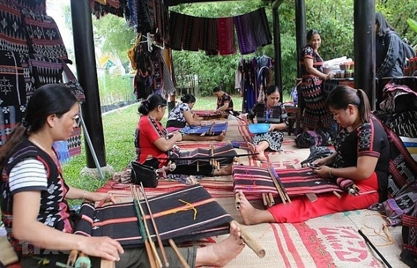 joint venture supports traditional weaving in thua thien hue
