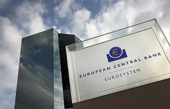 ecb set to sketch path for new stimulus