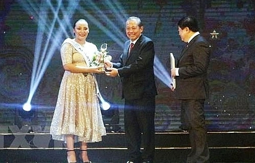malaysian singer wins asean3 pop singing contest in quang ninh