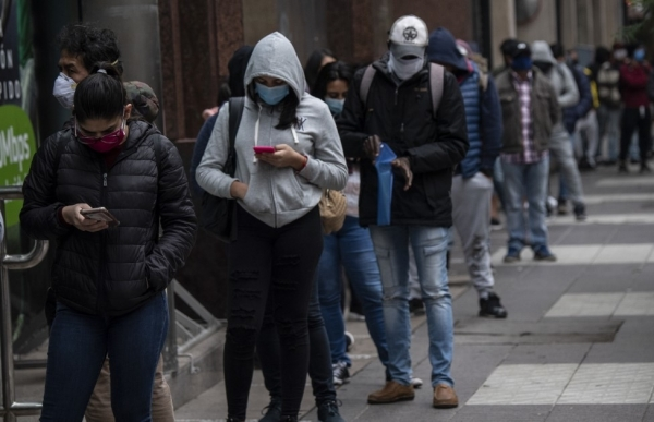 chile crosses 10000 virus deaths as president announces aid package