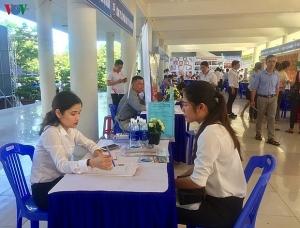 da nang job festival draws over 1000 students labourers