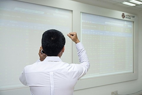 shares rise on the rally of global stocks