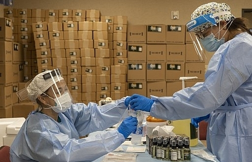 us records 63872 new virus cases in 24 hours johns hopkins