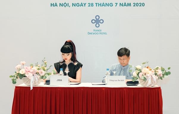 intl supermodel helps promote vietnams tourism