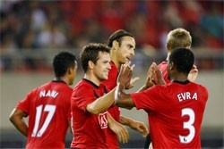 man utd sign deal with vietnam mobile company