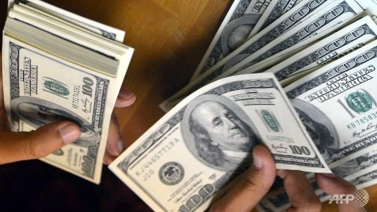 Dollar falls, yen reigns amid Syria jitters