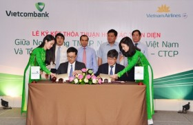 Vietcombank, VNA to collaborate in several fields