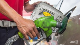 Oil dips after mixed US petroleum supply report