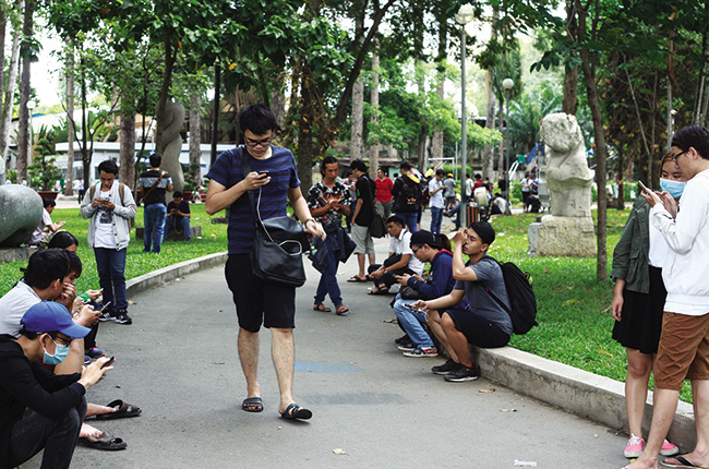 7db63989 As the Pokemon Go craze sweeps Vietnam, both entrepreneurs and established  companies are noticing - Photo: Le Toan