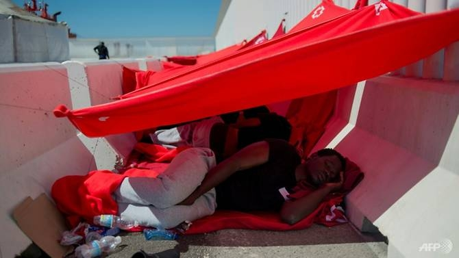 spain struggles with spike in migrant arrivals