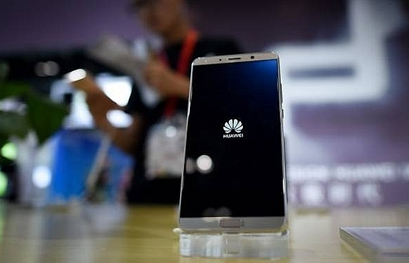 huawei overtakes apple as worlds no 2 smartphone seller