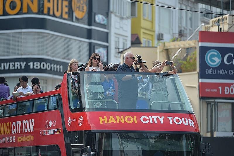 double decker bus tours a new face for hanoi tourism
