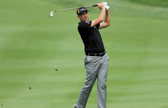 poulter leads bridgestone with 62 woods four back