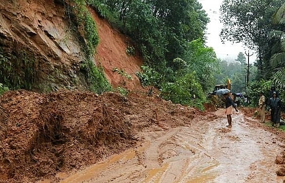 flash floods kill 27 in south india prompting us travel alert