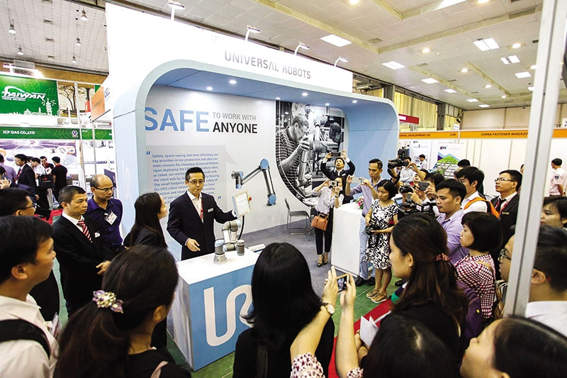 smart factory focus felt at manufacturing expo
