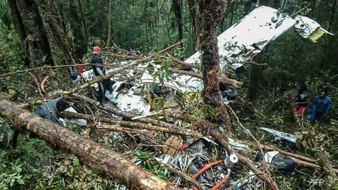 eight bodies found in indonesian plane crash