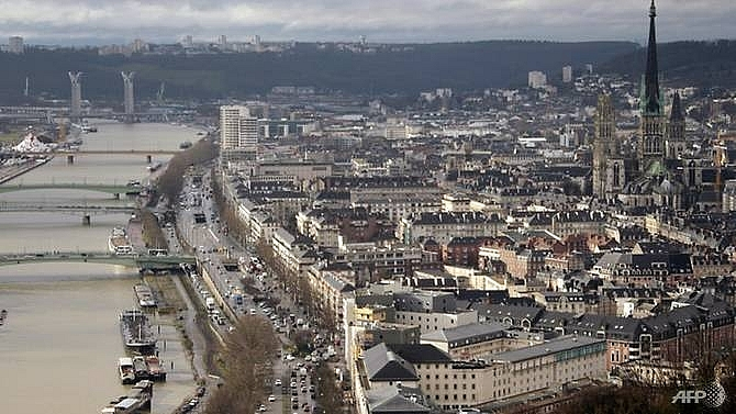 1800 evacuated as france defuses british wwii bomb