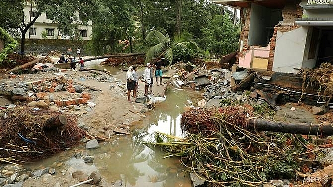 india flood toll jumps to 106 nearly 150000 homeless officials