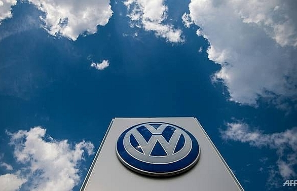 volkswagen recalls 700000 suvs over short circuit risk