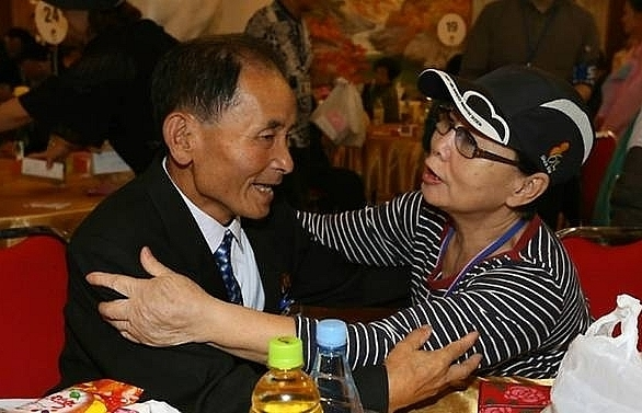 north and south koreans prepare to part for last time after rare reunions