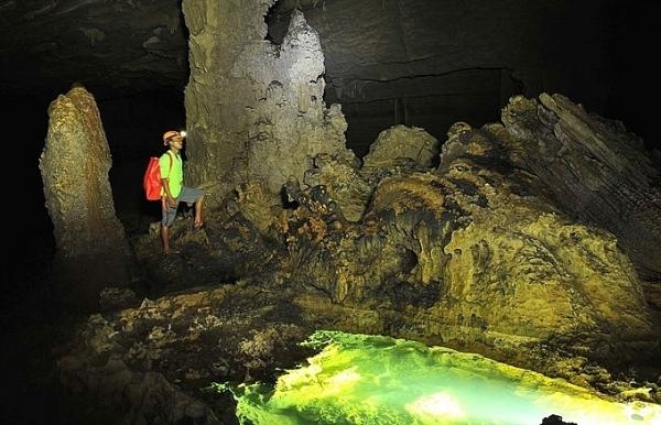 pm phuc tells quang binh to focus on tourism