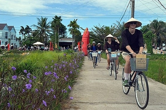 chinese south korean tourists flock to central vietnam