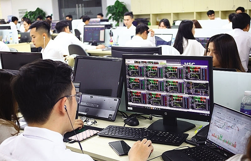 bearish market does not deter investment funds