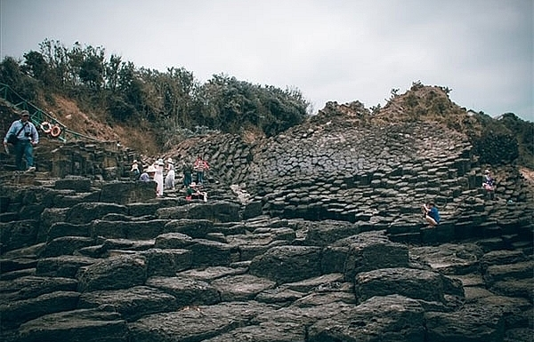 stone formation discovered in phu yen
