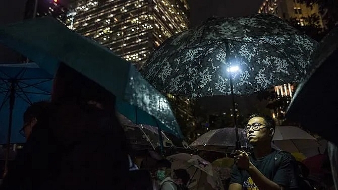 hong kong financial workers stage flash protest