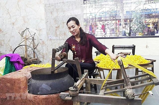 festival honours vietnams traditional silk brocade weaving